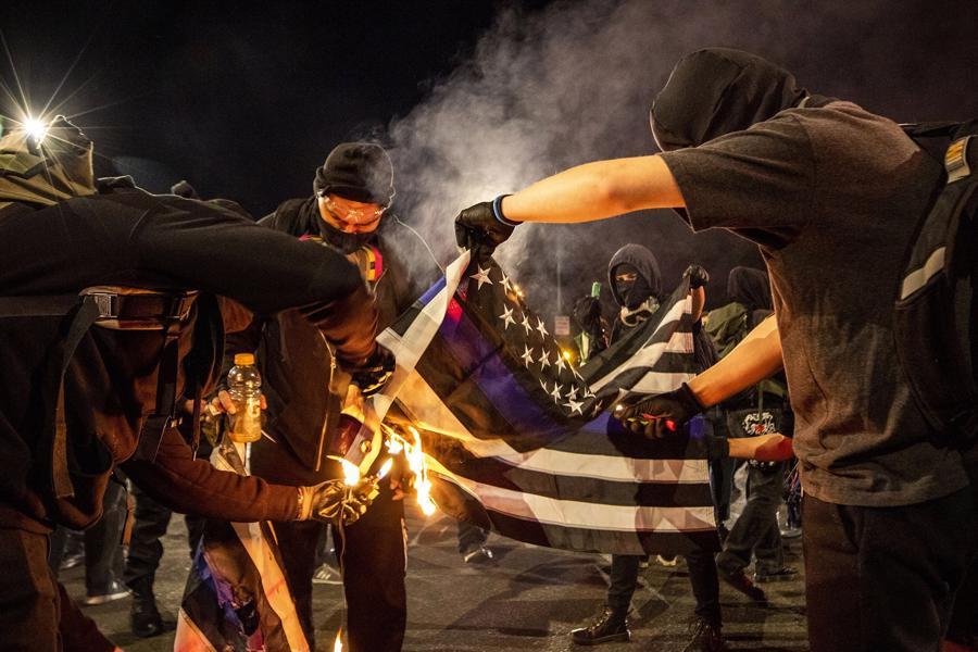 Người Mỹ xuống đường biểu tình - Ảnh 13.