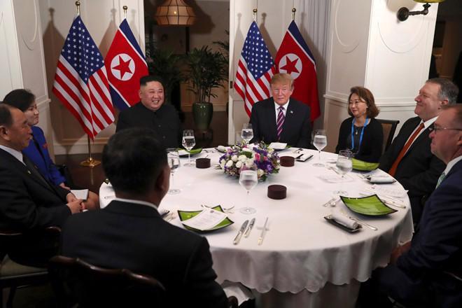 """Gặp ông Kim Jong Un, ông Trump hứa """"một tương lai tuyệt vời"""" cho Triều Tiên - Ảnh 6."""