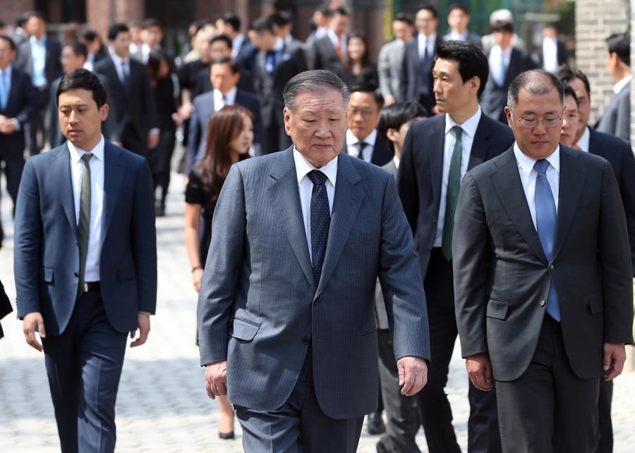 Người thừa kế Hyundai chính thức tiếp quản tập đoàn - Ảnh 1.