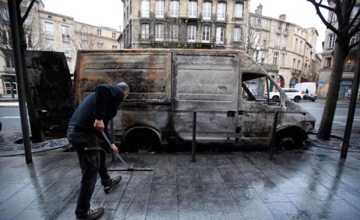 """Pháp gọi biểu tình """"áo vàng"""" là thảm họa đối với nền kinh tế - Ảnh 2."""
