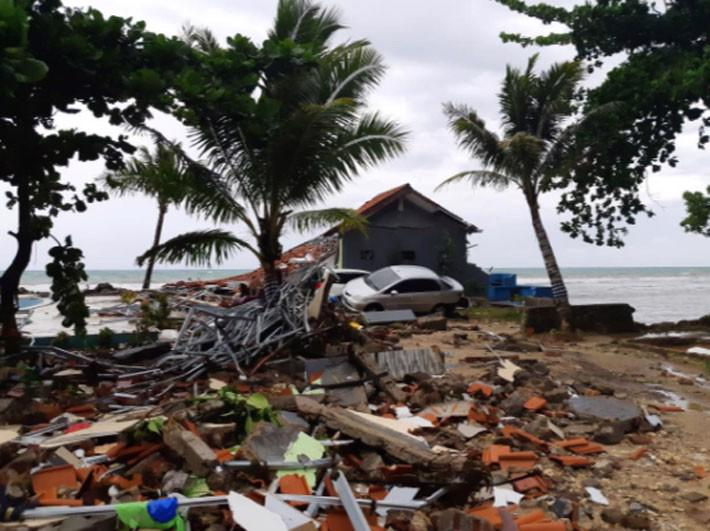 Ít nhất 222 người chết trong trận sóng thần ở Indonesia - Ảnh 3.