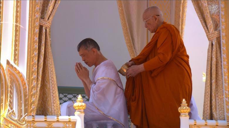 Vua Vajiralongkorn của Thái Lan chính thức đăng quang - Ảnh 3.