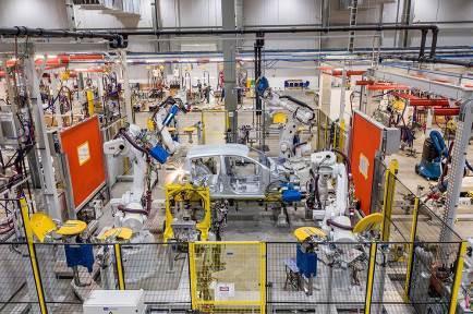 Bên trong nhà máy sản xuất 38 xe ô tô/giờ của VinFast - Ảnh 3.