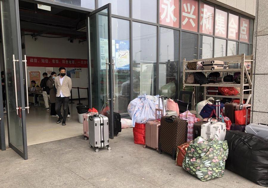 """Guồng quay hết tốc lực tại """"thành phố iPhone"""" Trung Quốc - Ảnh 2"""
