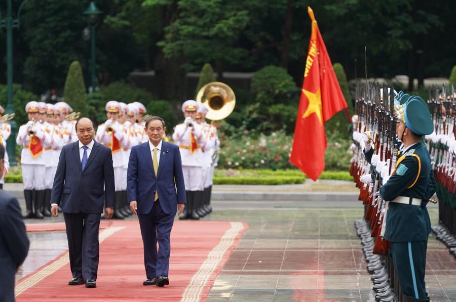 Thủ tướng Nguyễn Xuân Phúc đón và hội đàm với Thủ tướng Nhật Bản - Ảnh 3.