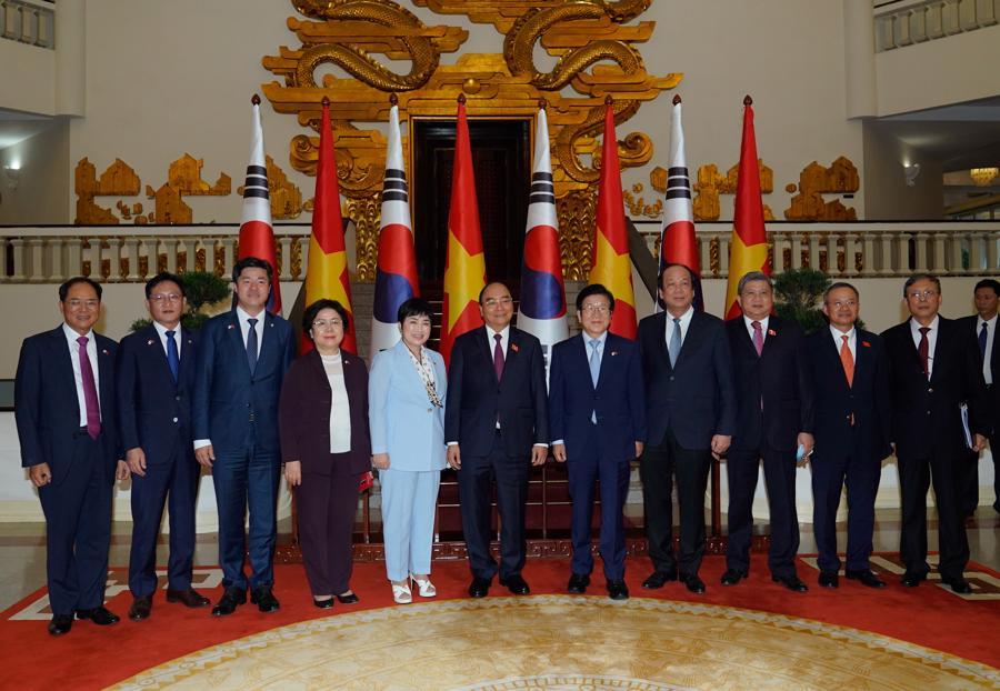 Thủ tướng đề nghị sớm đạt mục tiêu 100 tỷ USD kim ngạch Việt Nam - Hàn Quốc - Ảnh 1.