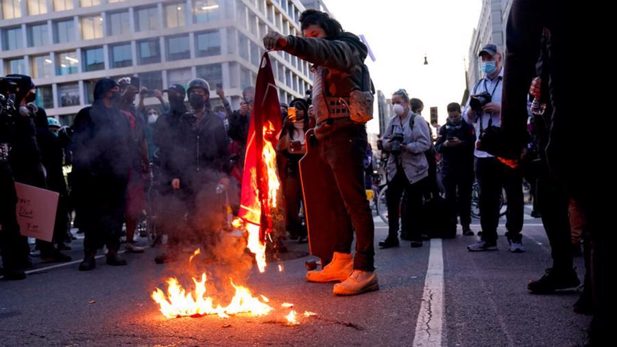 Người ủng hộ ông Trump xuống đường biểu tình - Ảnh 3.