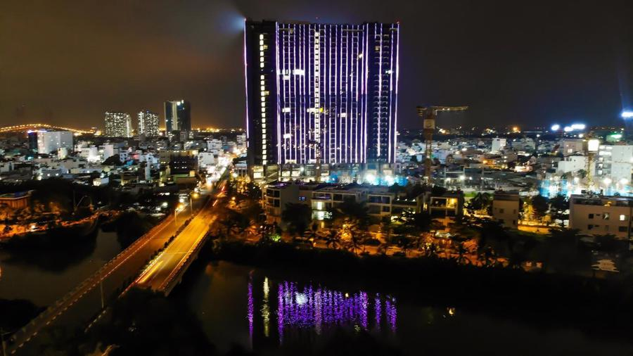 Chi 3 triệu USD lắp đèn LED, tòa tháp sắp bàn giao trở thành biểu tượng khu Nam Sài Gòn - Ảnh 2.