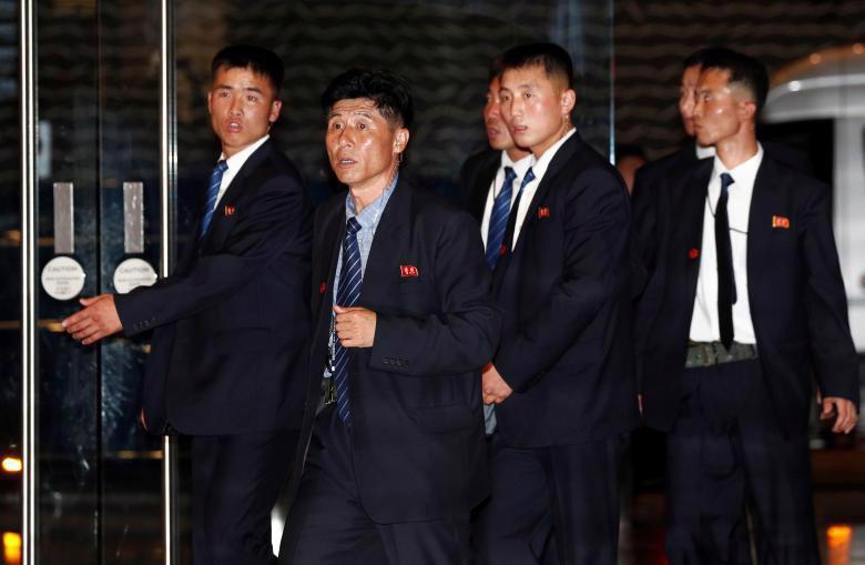 Chùm ảnh ông Kim Jong Un đi dạo đêm ở Singapore - Ảnh 3.