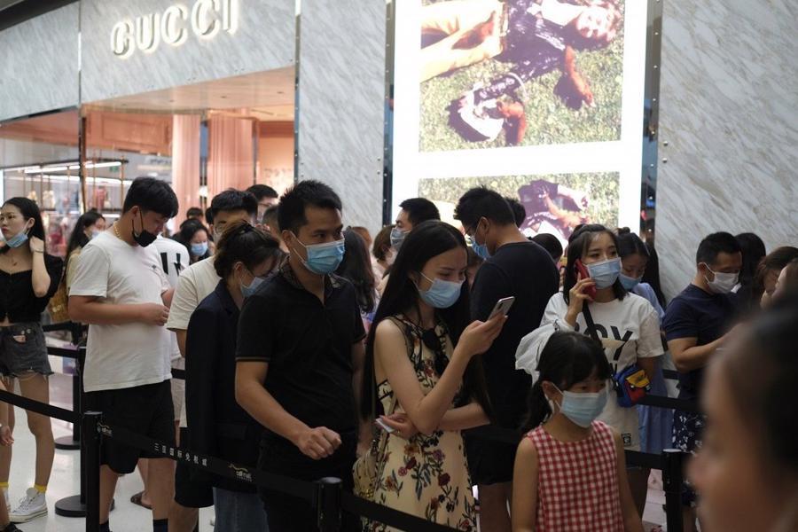 Người Trung Quốc chi gần 54 tỷ USD mua hàng xa xỉ giữa đại dịch - Ảnh 1.