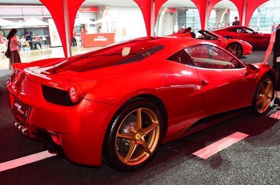 """Sức hút siêu xe Ferrari 458 Italia phiên bản """"Rồng"""" - Ảnh 2"""
