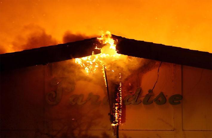 Cận cảnh vụ cháy rừng lịch sử khiến ít nhất 31 người thiệt mạng ở California - Ảnh 4.