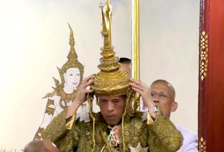 Vua Vajiralongkorn của Thái Lan chính thức đăng quang - Ảnh 4.
