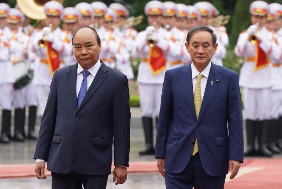 Thủ tướng Nguyễn Xuân Phúc đón và hội đàm với Thủ tướng Nhật Bản - Ảnh 4.