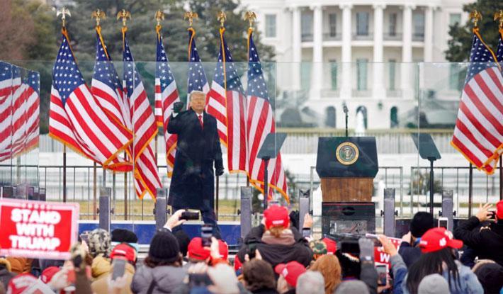 Người biểu tình ủng hộ ông Trump tấn công tòa nhà Quốc hội Mỹ - Ảnh 3.