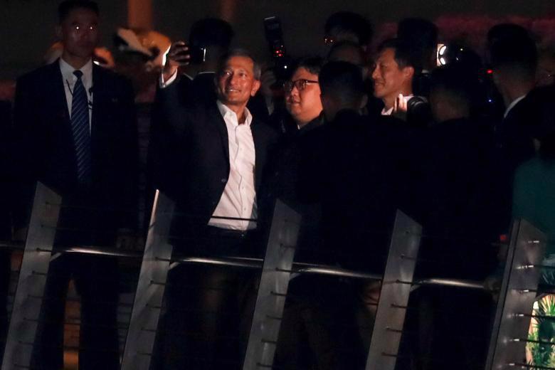 Chùm ảnh ông Kim Jong Un đi dạo đêm ở Singapore - Ảnh 4.