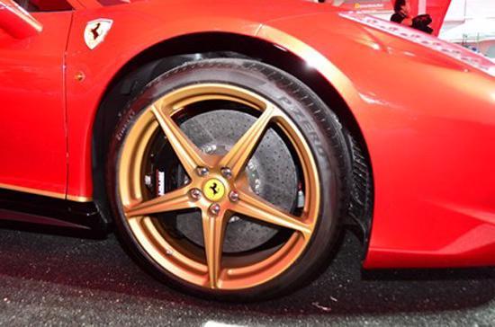 """Sức hút siêu xe Ferrari 458 Italia phiên bản """"Rồng"""" - Ảnh 3"""