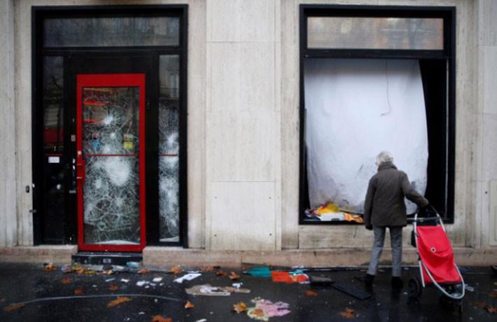 Paris tính ban bố tình trạng khẩn cấp sau cuộc bạo loạn cuối tuần - Ảnh 5.