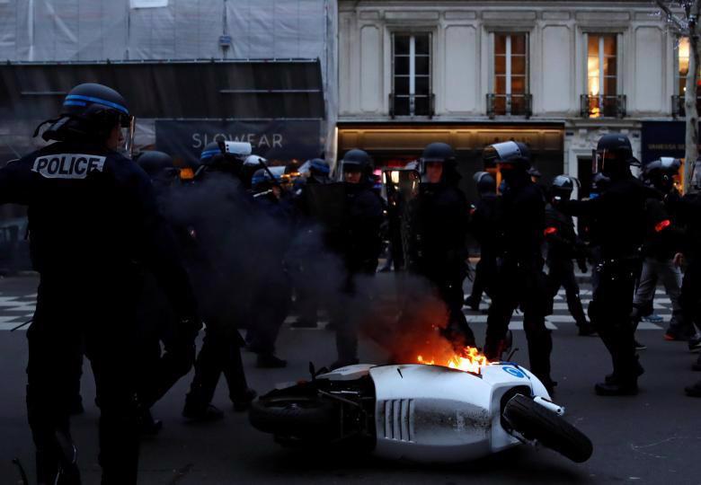 """Biểu tình """"áo vàng"""" lại gây hỗn loạn ở Paris - Ảnh 8."""