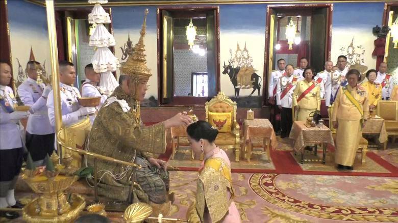 Vua Vajiralongkorn của Thái Lan chính thức đăng quang - Ảnh 5.