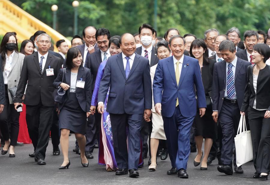 Thủ tướng Nguyễn Xuân Phúc đón và hội đàm với Thủ tướng Nhật Bản - Ảnh 5.