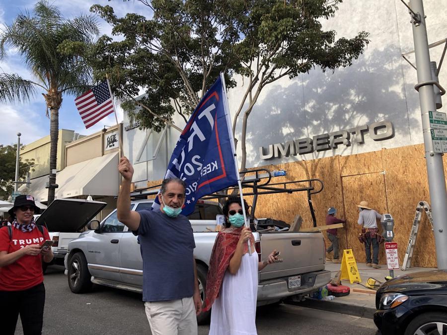 Hàng quán tại Mỹ gấp rút gia cố đề phòng biểu tình hậu bầu cử - Ảnh 5.