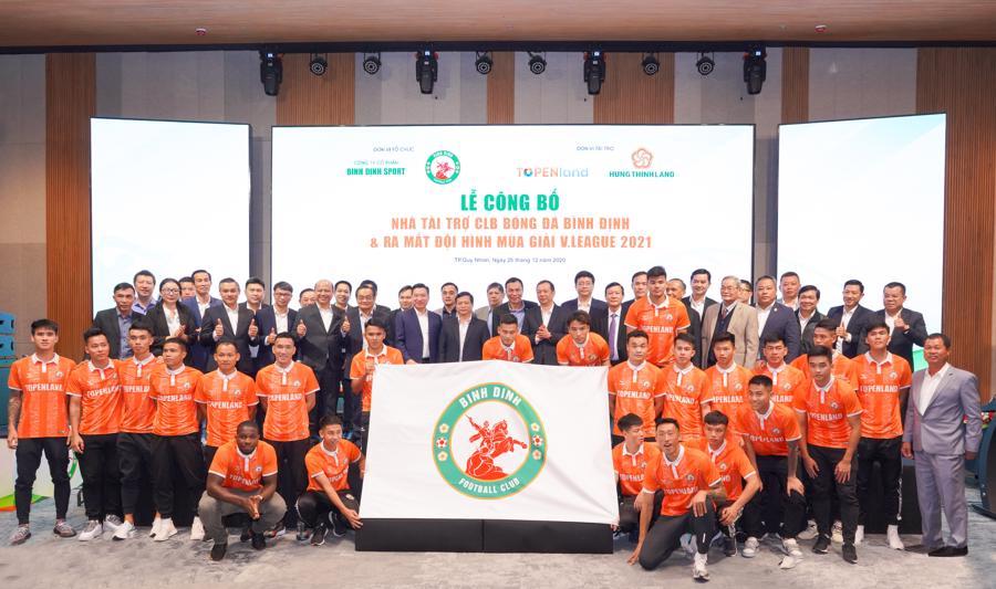 Đội bóng Topenland Bình Định nhận tài trợ 300 tỷ đồng - Ảnh 1.