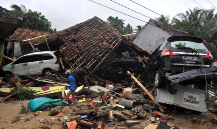 Ít nhất 222 người chết trong trận sóng thần ở Indonesia - Ảnh 6.