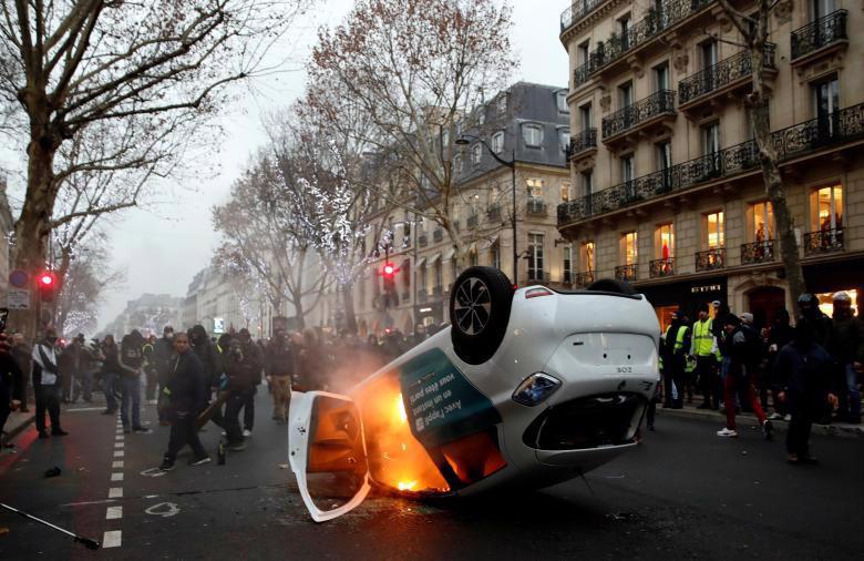 """Biểu tình """"áo vàng"""" lại gây hỗn loạn ở Paris - Ảnh 9."""