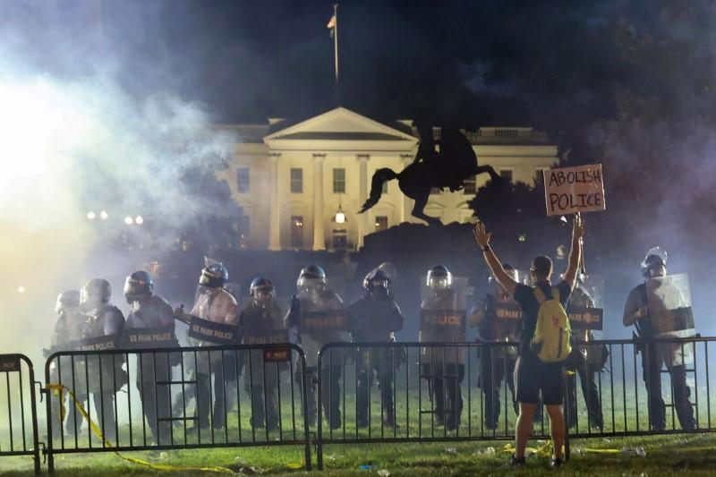 10 khoảnh khắc đáng nhớ nhất của chiến dịch tranh cử tổng thống Mỹ 2020 - Ảnh 6.