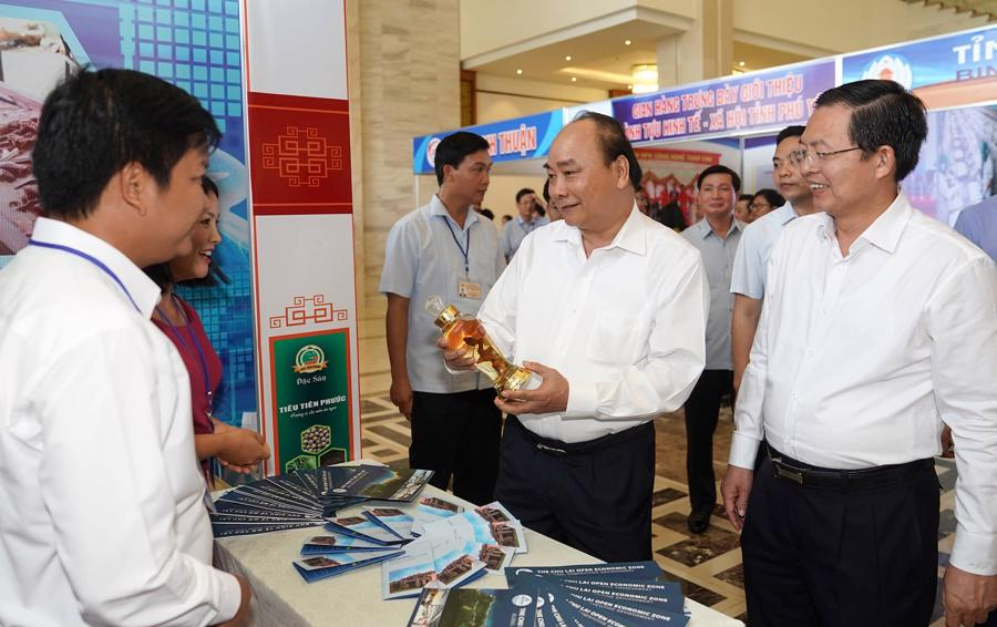 Thủ tướng: Miền Trung cần tránh mâu thuẫn trong lựa chọn ưu tiên chiến lược kinh tế - Ảnh 2.