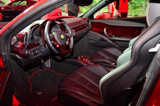 """Sức hút siêu xe Ferrari 458 Italia phiên bản """"Rồng"""" - Ảnh 5"""