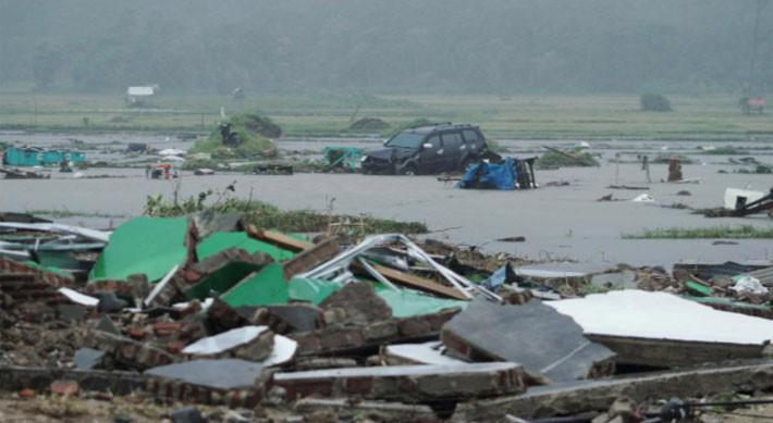 Ít nhất 222 người chết trong trận sóng thần ở Indonesia - Ảnh 7.