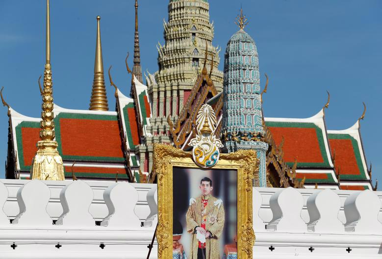 Vua Vajiralongkorn của Thái Lan chính thức đăng quang - Ảnh 7.