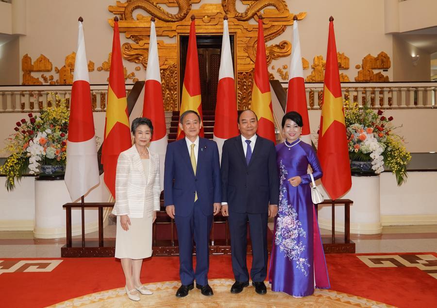 Thủ tướng Nguyễn Xuân Phúc đón và hội đàm với Thủ tướng Nhật Bản - Ảnh 7.