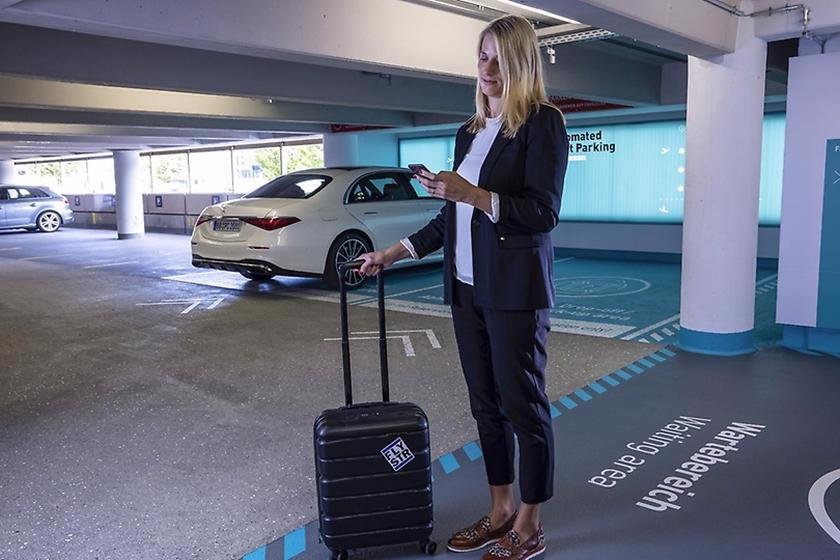 Mercedes giới thiệu công nghệ đỗ xe tự động với S-Class - Ảnh 1