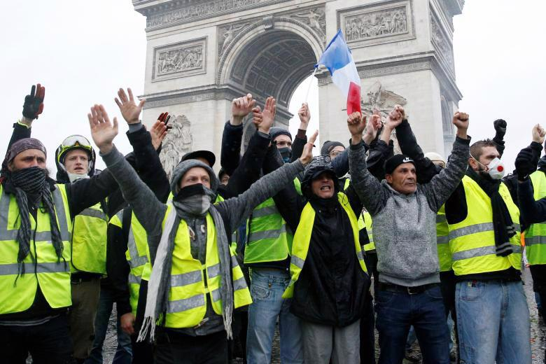Paris tính ban bố tình trạng khẩn cấp sau cuộc bạo loạn cuối tuần - Ảnh 8.