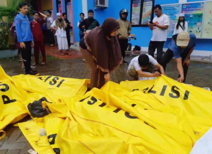 Ít nhất 222 người chết trong trận sóng thần ở Indonesia - Ảnh 8.