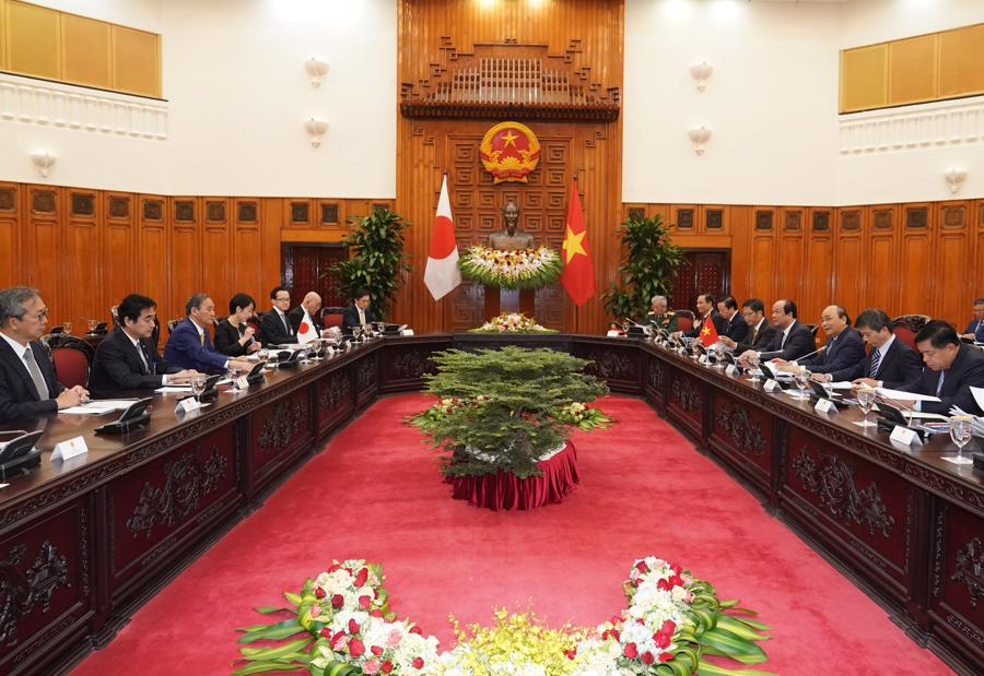 Thủ tướng Nguyễn Xuân Phúc đón và hội đàm với Thủ tướng Nhật Bản - Ảnh 8.