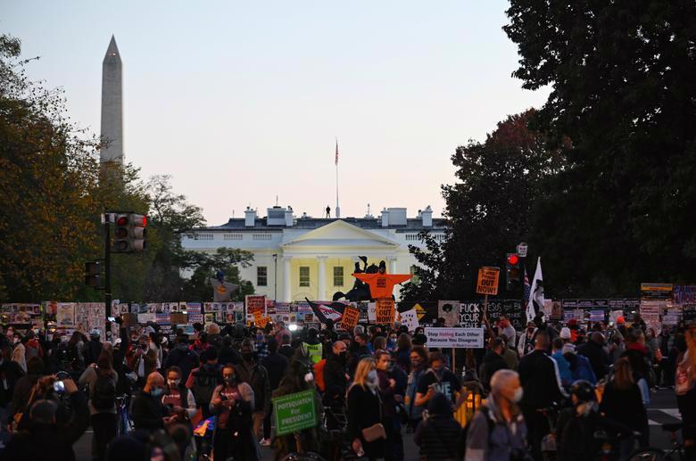 Người Mỹ đi bỏ phiếu chọn Tổng thống, ngày bầu cử êm xuôi - Ảnh 1.
