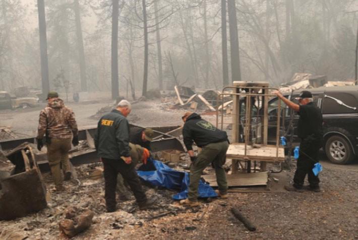 Cận cảnh vụ cháy rừng lịch sử khiến ít nhất 31 người thiệt mạng ở California - Ảnh 9.