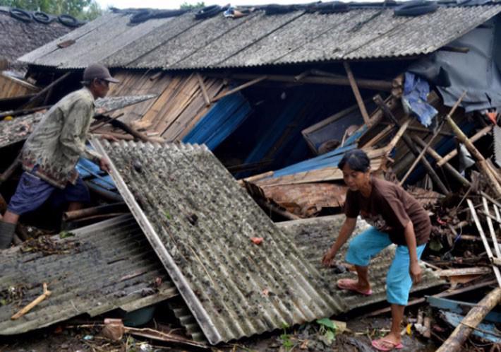 Ít nhất 222 người chết trong trận sóng thần ở Indonesia - Ảnh 9.