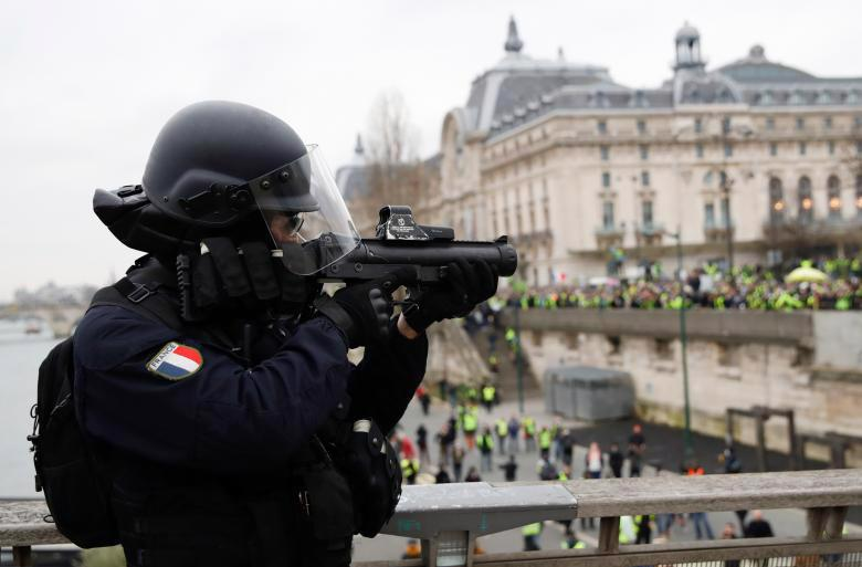 """Biểu tình """"áo vàng"""" lại gây hỗn loạn ở Paris - Ảnh 12."""