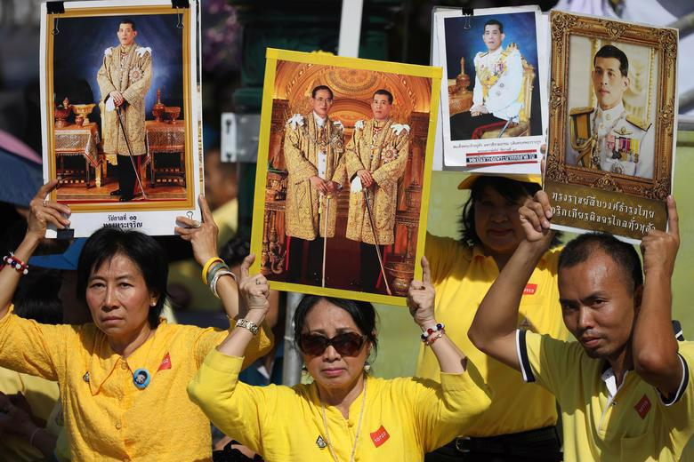 Vua Vajiralongkorn của Thái Lan chính thức đăng quang - Ảnh 9.