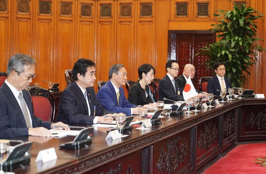 Thủ tướng Nguyễn Xuân Phúc đón và hội đàm với Thủ tướng Nhật Bản - Ảnh 9.