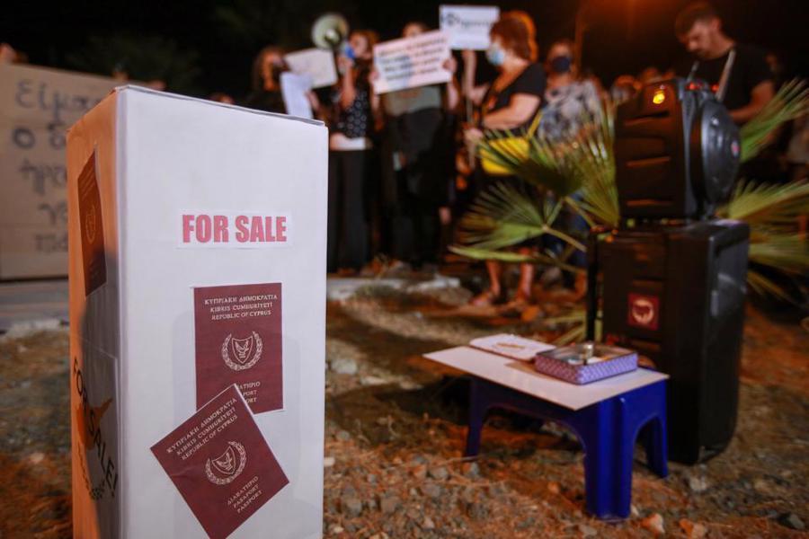 """Nhiều tỷ phú có thể bị trục xuất khỏi châu Âu vì mất """"hộ chiếu vàng"""" Cyprus - Ảnh 2."""