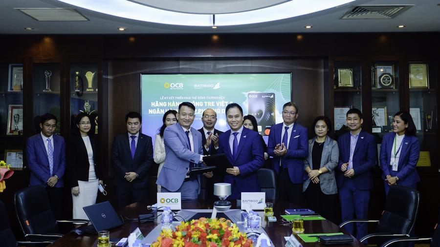 Bamboo Airways và OCB ký kết triển khai thẻ đồng thương hiệu OCB - BAV - Ảnh 1.