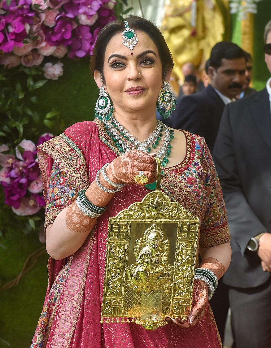 Cuộc sống xa hoa của phu nhân tỷ phú giàu nhất Ấn Độ - Ảnh 1
