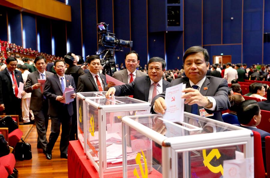 Bỏ phiếu bầu Ban Chấp hành Trung ương khóa XIII - Ảnh 1.