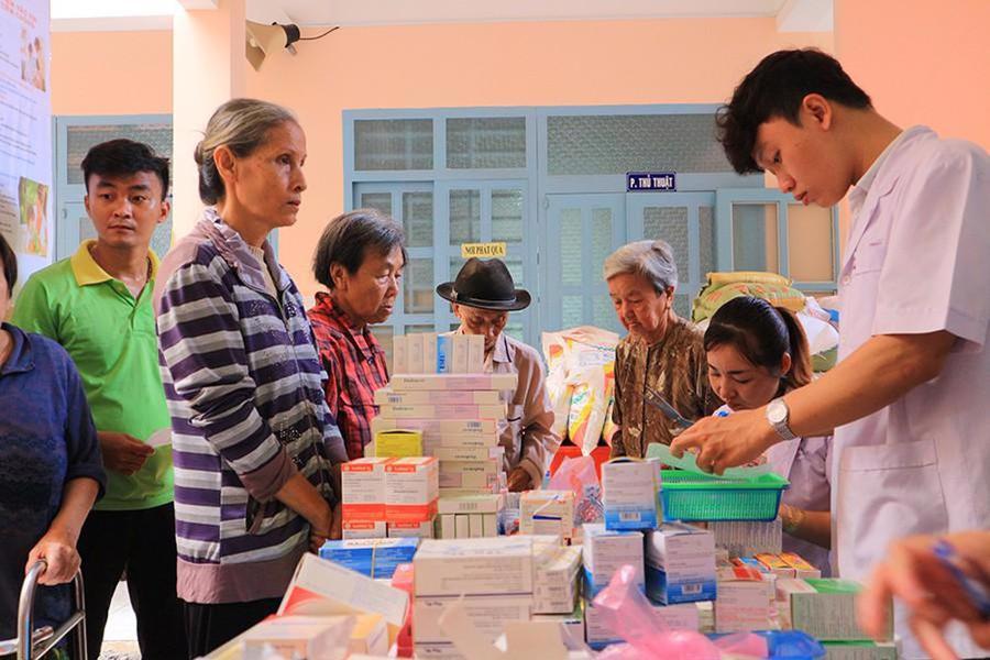 Công ty VWS tài trợ tặng quà, khám chữa bệnh cho hơn 300 hộ dân ở Bình Chánh - Ảnh 1.